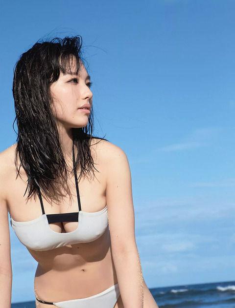 (ドすけべ歌手)美巨乳すぎて歌手としての需要がなかった谷村奈南(27)のミズ着写真www