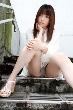 ドすけべポーズ☆M字開脚でパンツ見せしてる女子写真www