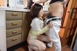 スリルと興奮wwwNTR妻の夫が家にいるのに家庭内セクロス!