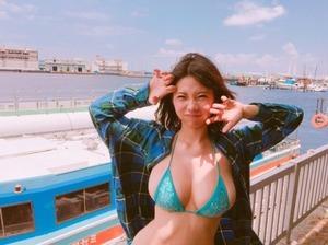 愛嬌のある巨乳顔www極上セフレボディな鈴木ふみ奈画像24枚!