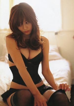 いい女感を醸し出してる色っぽい黒下着な女www