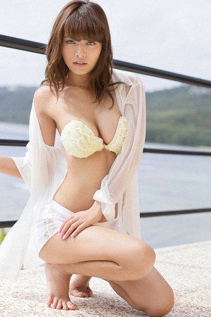 モデル・小泉梓がスレンダーなのに乳はデカくてエロい体してるんすよ!