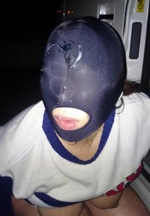 全頭マスクに野外でぶっかけwww乳首ピアスもありの奴隷女画像w
