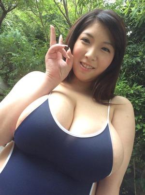【神乳】パイズリ胸射でおっぱいを汚したくなくる爆乳女子画像www