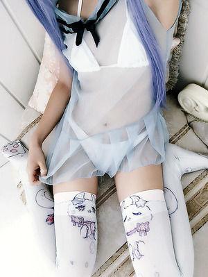 【ニーソLOVE】女の子座りしてるニーソ着用女子画像!