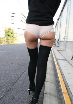 【脚フェチ】ニーソ履かせたままでこってり犯したくなる美脚グラビア!