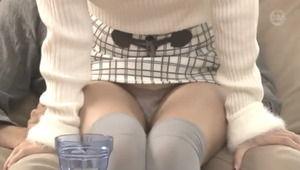 膝の上に乗ってくるユルふわ系ニーソお嬢さんの太腿コキとセクロス!