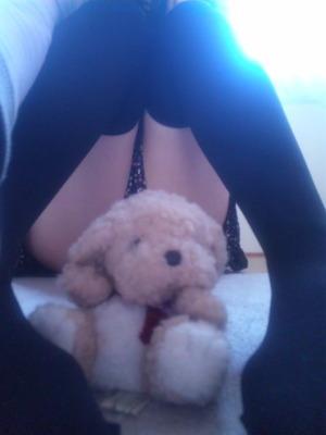 完全に男受けを狙ってるニーソ女子の足フェチ画像