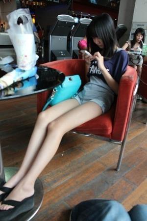 【脚フェチ画像】すらりとした細脚美脚な女の子画像!