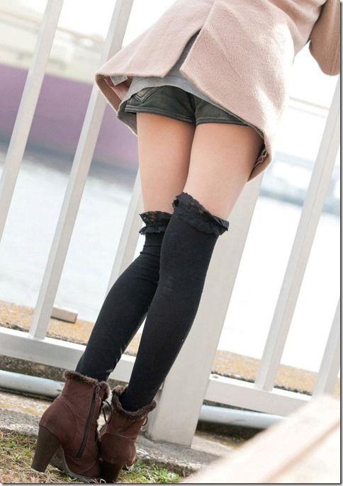 部活に励む10代少女が膝裏から太ももの裏側って超そそる画像