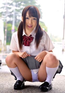 【3次美少女】みんな大好きパンツ見せJKのエログラビア!