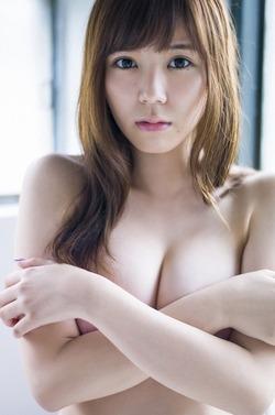 【3次美少女】元SKEの金子栞ちゃんの手ブラセミヌード画像!目元のほくろがセクシーだねw