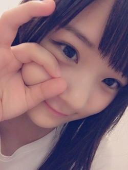 ほっぺたふにふになロリ顔アイドル稲場愛香ちゃんのオフショ自撮り画像!