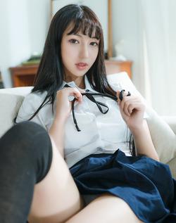 シュッとした台湾美人の制服グラビアがイイ!きゅんとした美尻ですわwww
