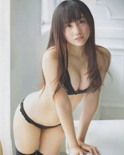 NMB・薮下柊ちゃんの水着グラビア&オフショ自撮り画像!