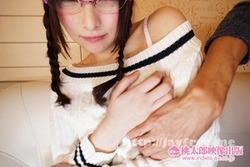 【3次美少女】メガネ地味子のフリしてても隠しきれない美少女オーラ!セクロス画像!