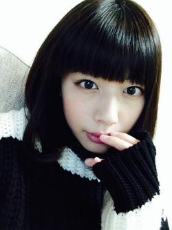 この貧乳顔女子が洋服の下にエッロい体を隠しているんすよwww小松美咲画像!