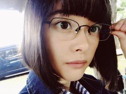 このメガネ美少女が独特の雰囲気持ってるんすよwww