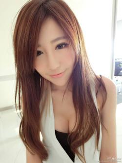 【3次美少女】やっぱ顔が整ってると茶髪でも金髪でも清潔感がでるね!