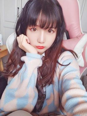 美少女コスプレイヤーのJKコーデな自撮り!
