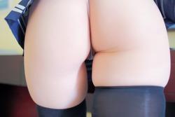 尻コキ、太腿ずり妄想が捗る肉付きエロエロなセーラー服素人のエロ画像www
