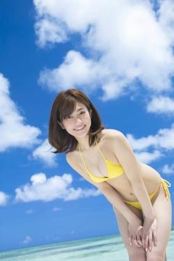 モデル系の顔立ちに抱き心地の良さそうな肉付き体w大澤玲美ちゃん写真☆