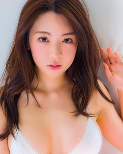 清楚なオネエさん☆ヘアメイクからグラドルに転身した仲村美海さん写真☆