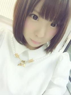 【3次美少女】ロリ顔にショートへアが似合ってるあくるんちゃんの自画撮り画像!