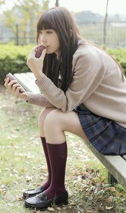 透明感↑↑な美少女!飯豊まりえちゃんのJK制服姿がイイ!