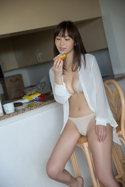 【3次綺麗なお姉さん】34歳フリー女子アナ塩地美澄さんの下着&水着グラビア!