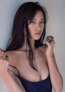 やっぱ女優さんは雰囲気あるねw宮脇麻那)の水着グラビア!