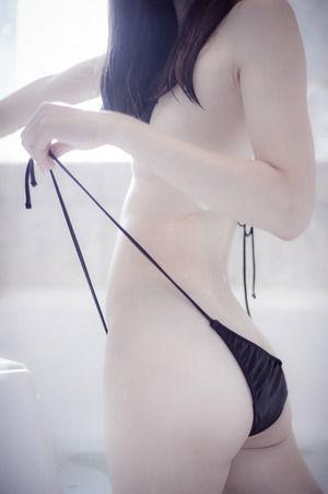 えろい下着と紐ビキニ☆クロ髪女子のえろス写真☆