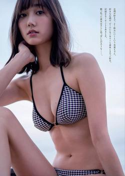 写真ごとにいろんなアイドルに似ている鈴木友菜ちゃんはもちろん美10代小娘です。