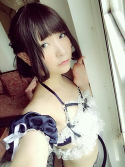 【3次美少女】Tバックのキュートランジェリーで尻丸出しw美少女コスプレイヤー画像!