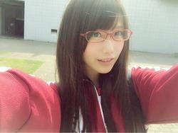 アナタは「もうがんばらなくていいんだよ」って言いたくなる!メガネの美少女画像www
