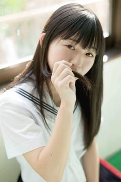 透明感がいい!鈴木茜音ちゃんの制服&水着グラビア!
