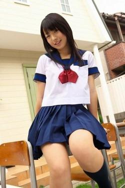 親しみやすい笑顔に癒される松下美保ちゃんのお菓子系グラビア!