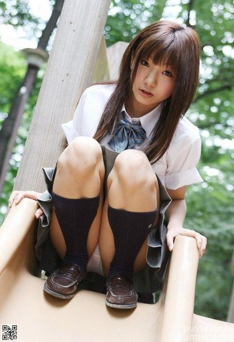 【清楚ビッチ】ソックス・ニーソの似合う清楚女子!の図