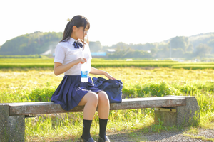 【清楚系】パンツ見えてるわけでもないのにイイネしたくなる美少女JK画像!