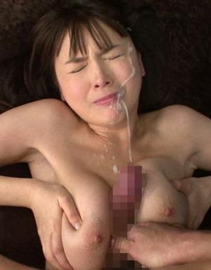 乳マ○コでパイズリ奉仕してそのまま子種汁を顔射された女www