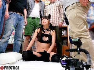 黒髪美少女が猫ランジェリーでオタサー輪姦www便所セクロスwww