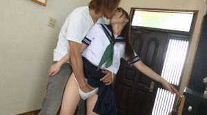 学校帰りに玄関で即ハメさせてくれるJKは可愛さ3割増だねw