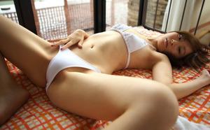 すべすべの内ももがエロい開脚女子画像www