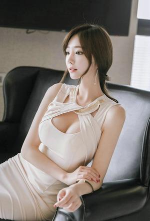 【清楚巨乳】台湾系美女の細身巨乳ボディは清潔感あって絵になるね!