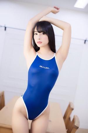 浮き出る乳首も!ピタピタ競泳水着でエロい体が浮き彫りなエロス画像!