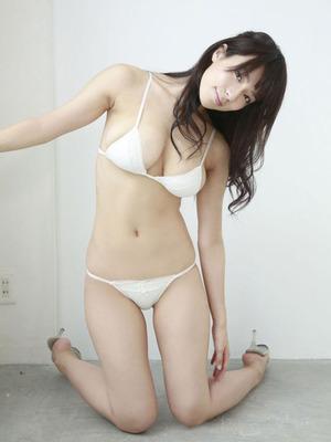 綺麗なお姉さんオーラで極上ボディな小瀬田麻由ちゃん水着グラビア!