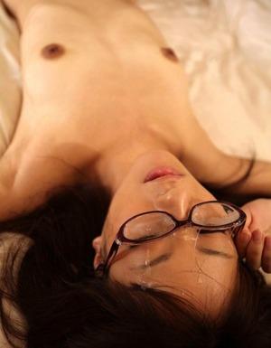 【真面目系ビッチ】地味子に女教師wメガネのお顔に精液大量射精!