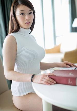 夏に揉みたい着衣巨乳!ノースリーブニットの乳袋ボイン画像www