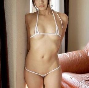 むしろ全裸よりエロいよ!マイクロビキニでギリギリな女の子画像www