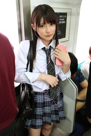 アイドル級美少女JKと電車内性交wwwかわいいお口にたっぷり射精www